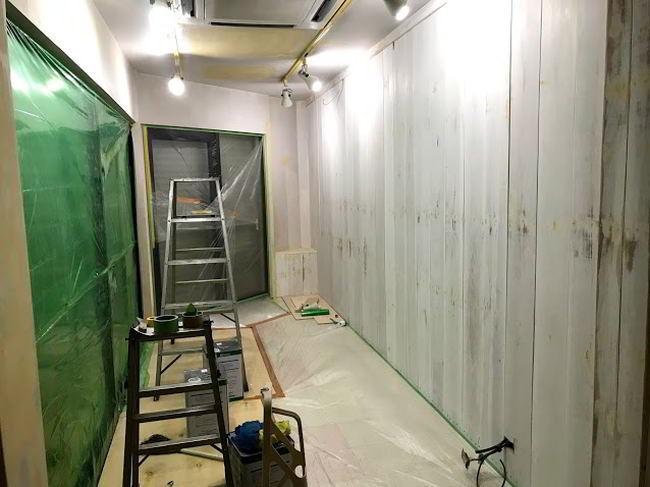 【店舗制作】明日までに塗装ば仕上げんといかんばい...