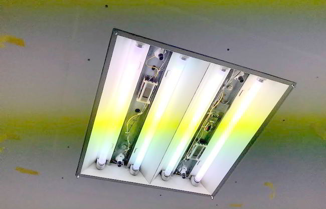 【店舗制作】照明枠ば設置するばい