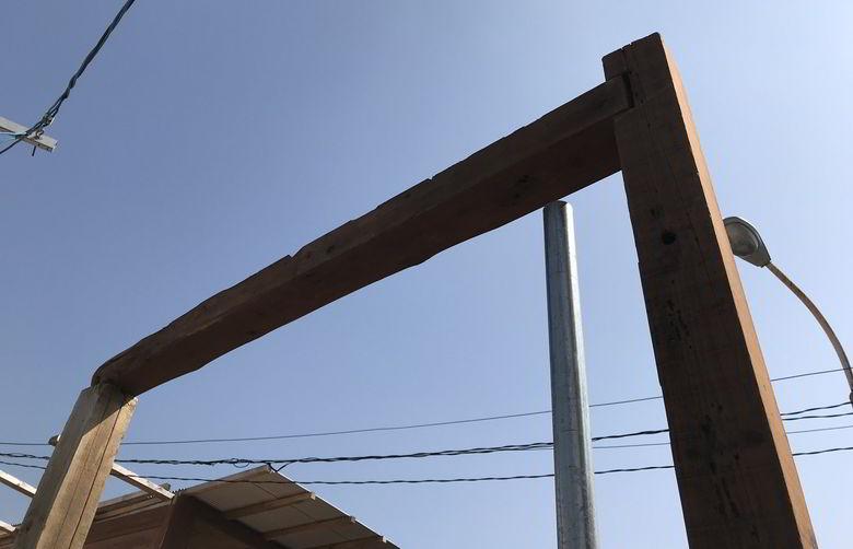 【店舗製作】柱に初めての木組みばしてみるばい