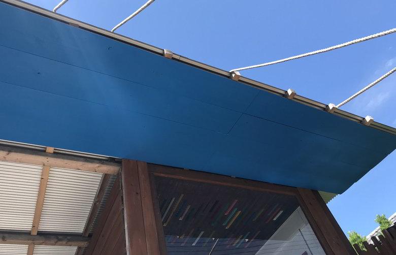 【店舗製作】外の天井面に空色の板ば貼るばい