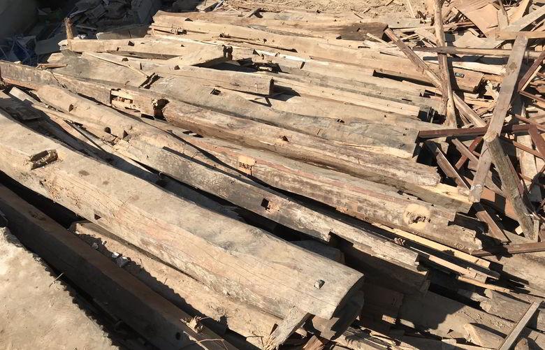 【店舗製作】解体現場からヨカ木ばもらったばい