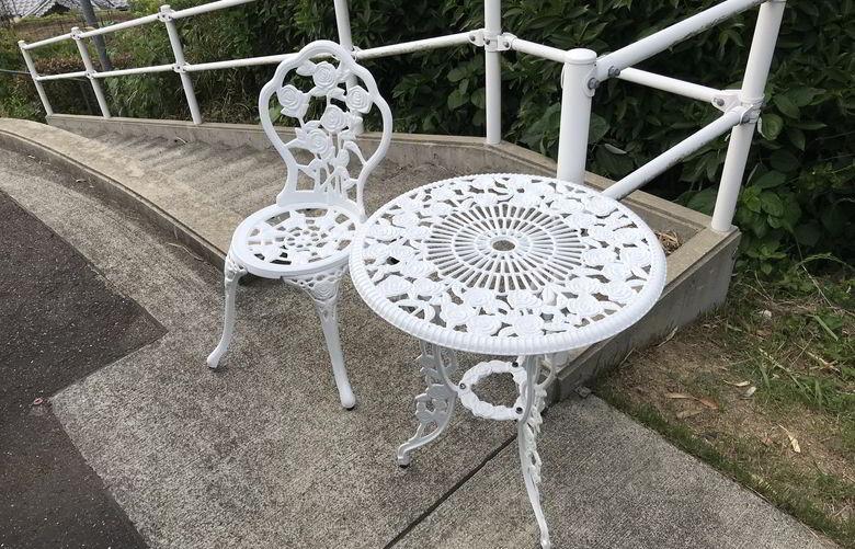 【塗装仕事】鋳物ベンチとテーブルの塗装ばい