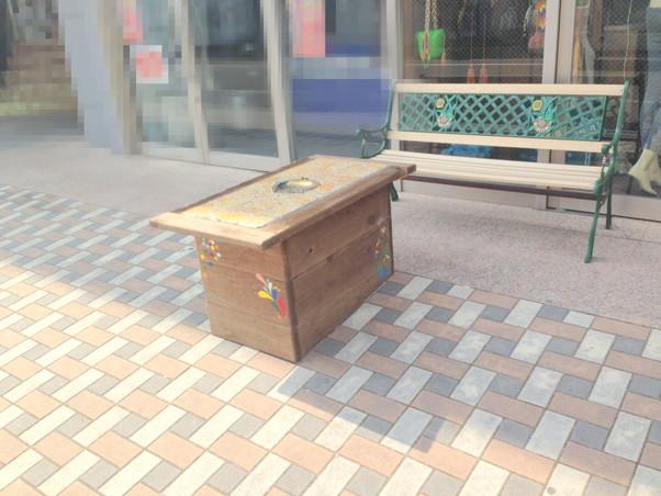 製作したテーブルとベンチを設置
