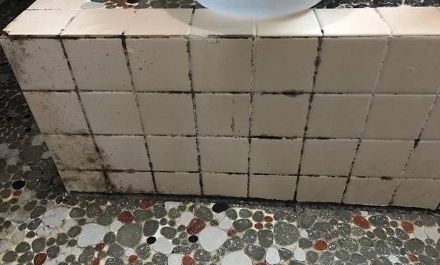 風呂場のタイルの汚れ3