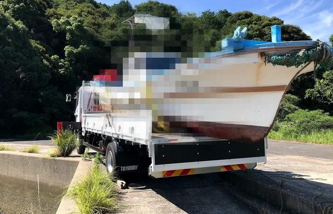 漁船トラック積込み
