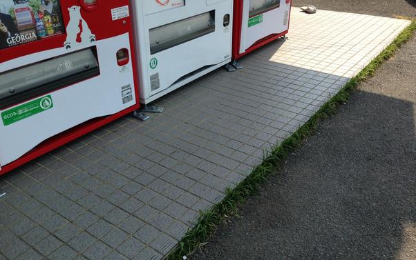 自動販売機の洗浄前