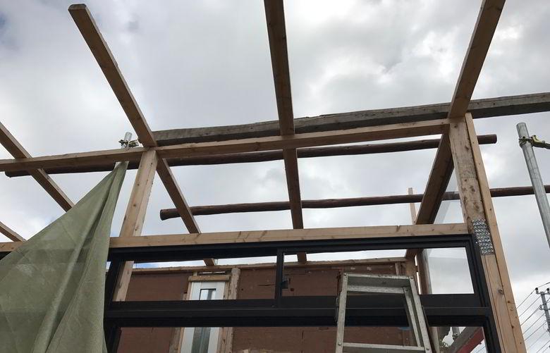 【店舗制作】ガルバリウム屋根ば組んでいくばい