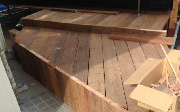 【店舗製作】壁板とウッドデッキの貼りつけと山羊小屋フェンス